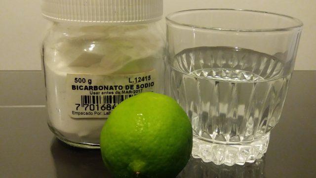 Medio limón mojado en bicarbonato de sodio a las 7:00am: Recomendado por los doctores por los resultados tan bueno que ha tenido. Esto es real! #Comparte, esto te cambiara