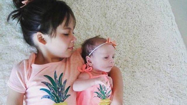 Enfermera devuelve el bebé de 2 semanas a su madre, pero ésta se enfurece al ver ESTO