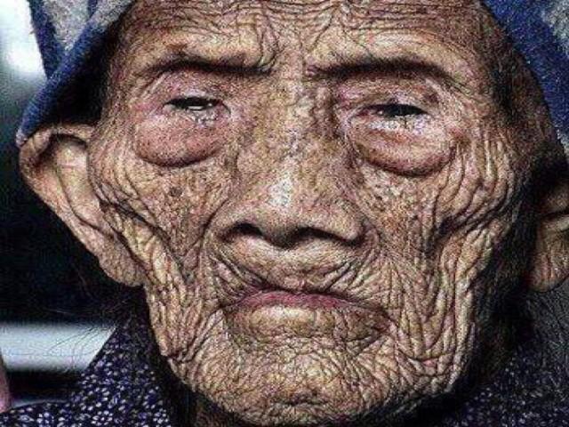 El hombre más viejo del mundo 256 años ? rompe el silencio antes de su muerte y revela su secreto, wao #esta historia es digna de compartir